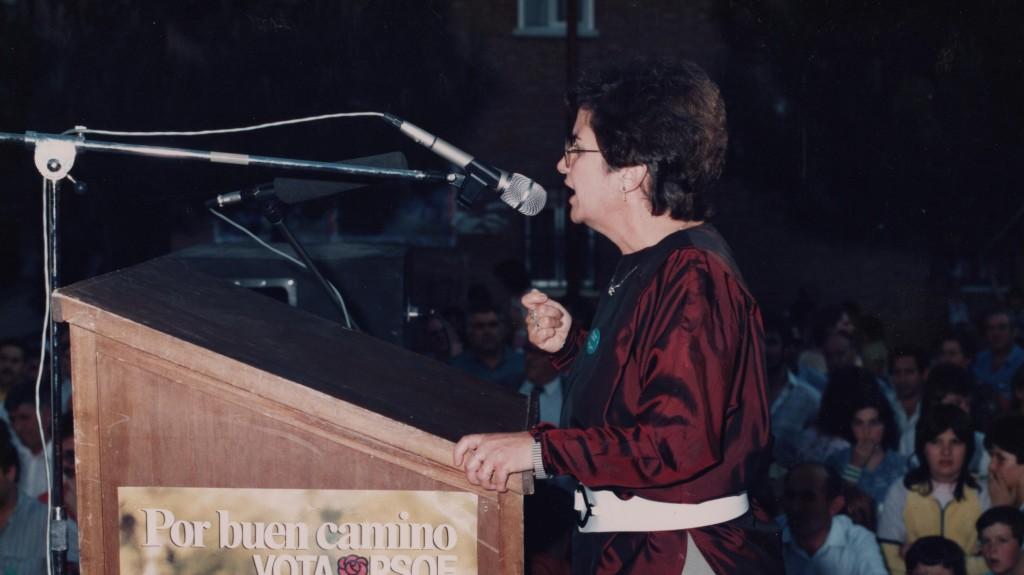 Carmen Ferrero Torres, dando un discurso
